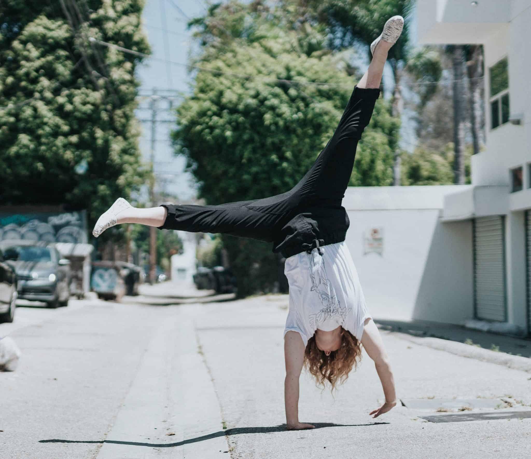 Capoeira cartwheels, au, capoeira au